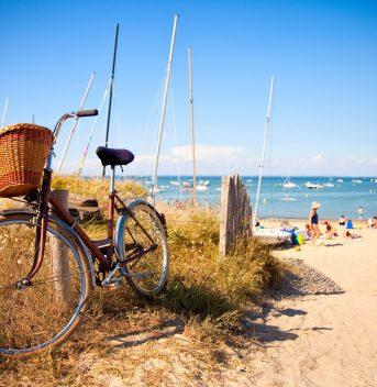 Vélo sur une plage de VendéeNoirmoutier